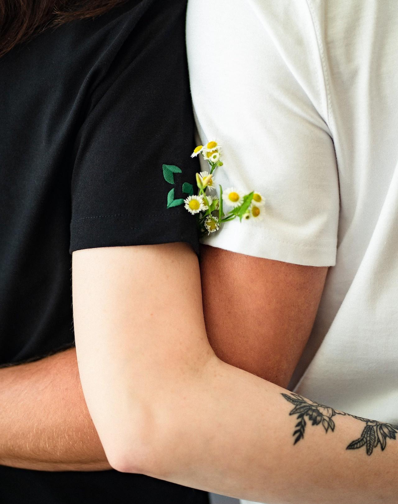 Leafwear - hugging pair