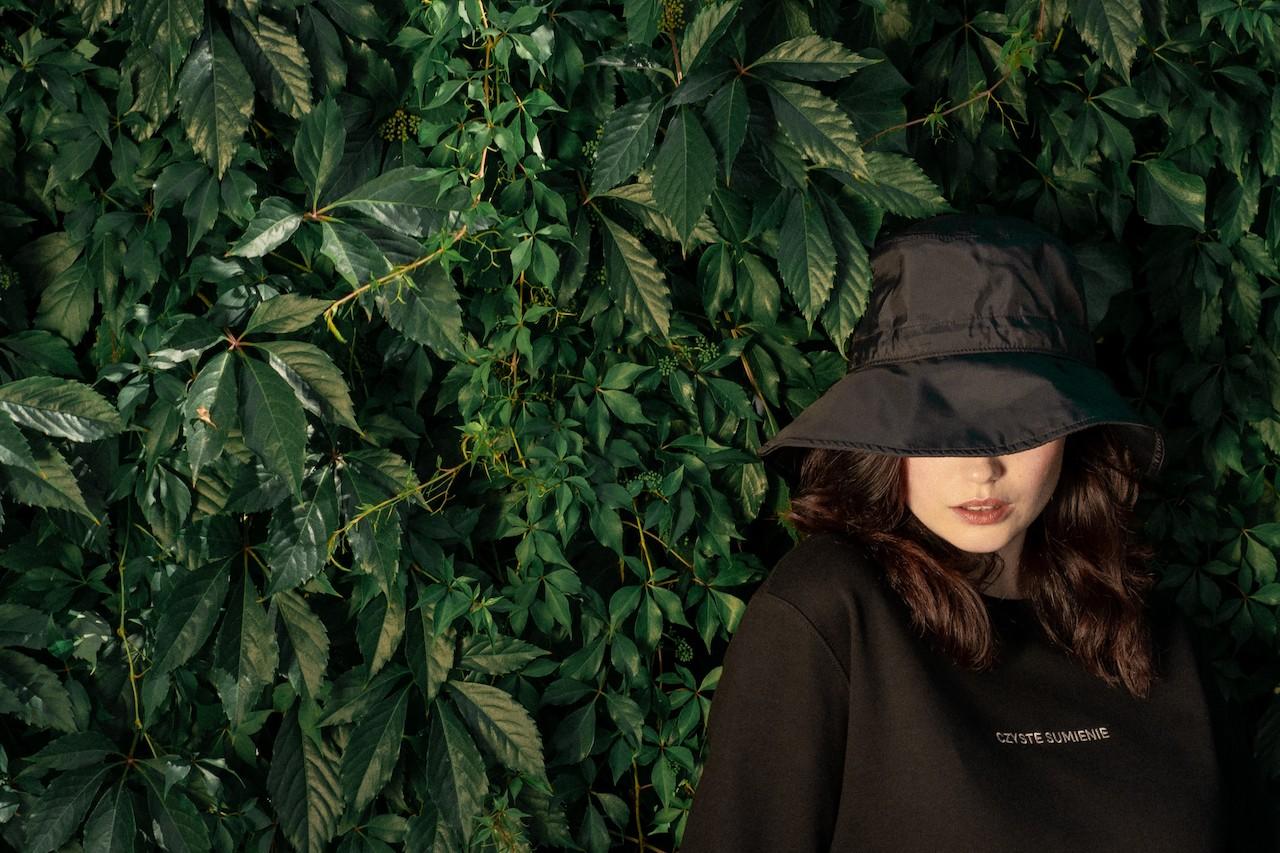 Leafwear - model in leaves